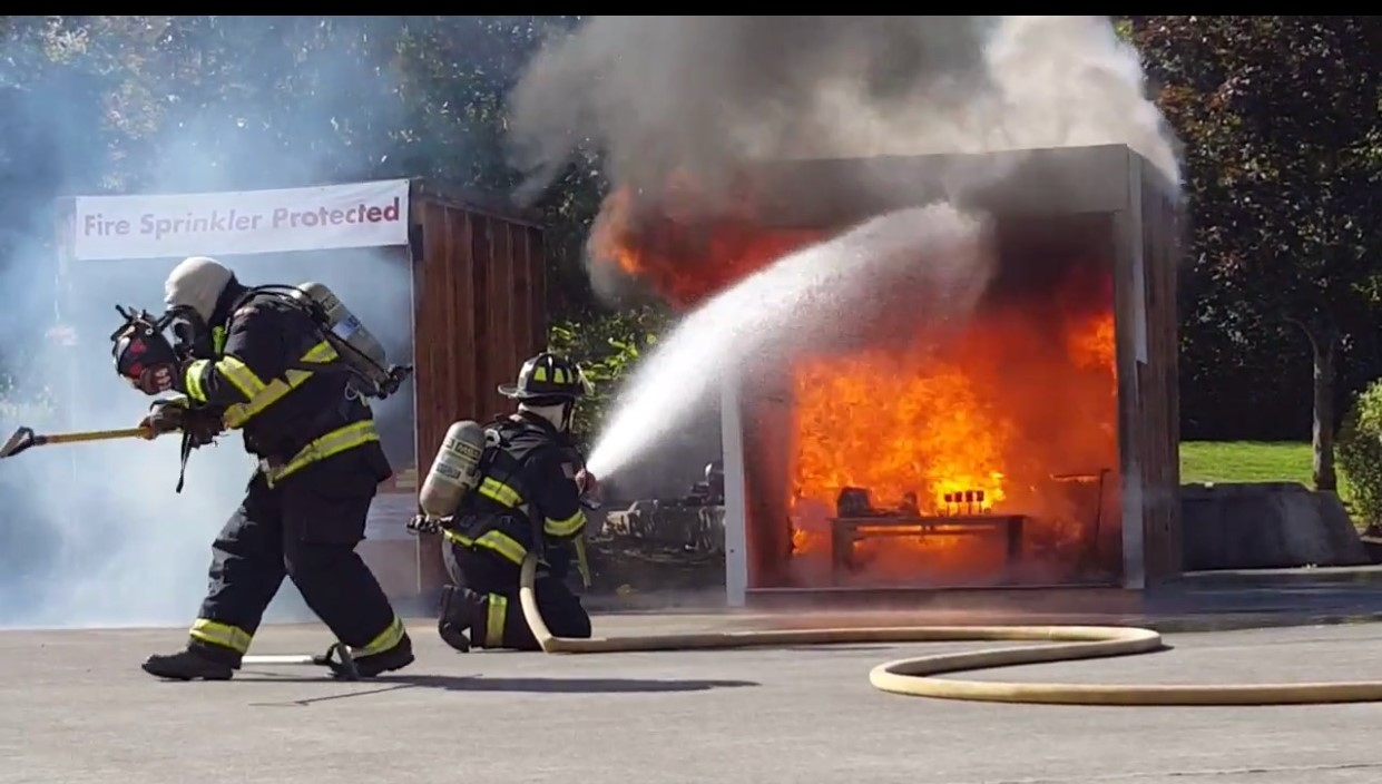 Side-by-Side Live Fire Sprinkler Demo